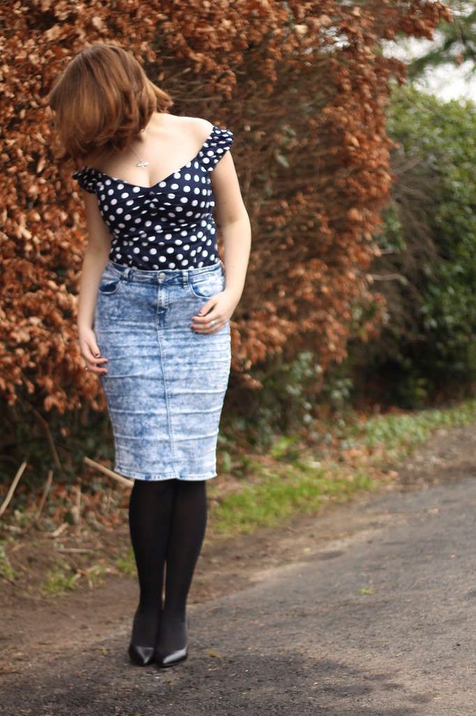 retro outfit with polka dots