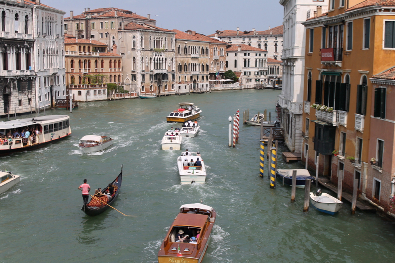 staying in dorsoduro venice how to get to airport