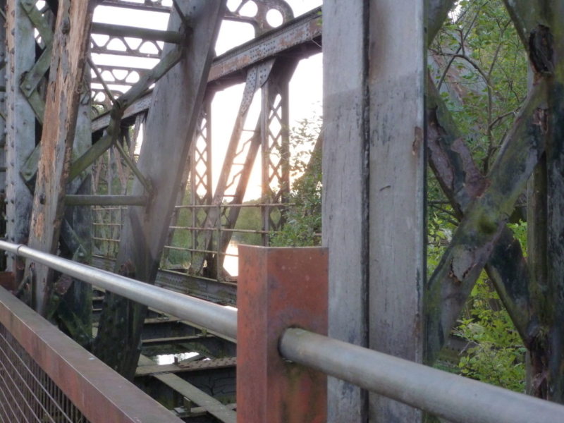 Railway bridge on Stratford-upon-Avon river walk