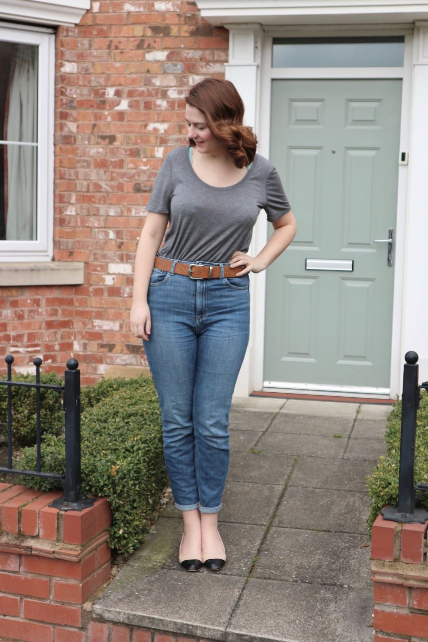 How to: no heat vintage style curls - Grey T shirt & jeans outfit
