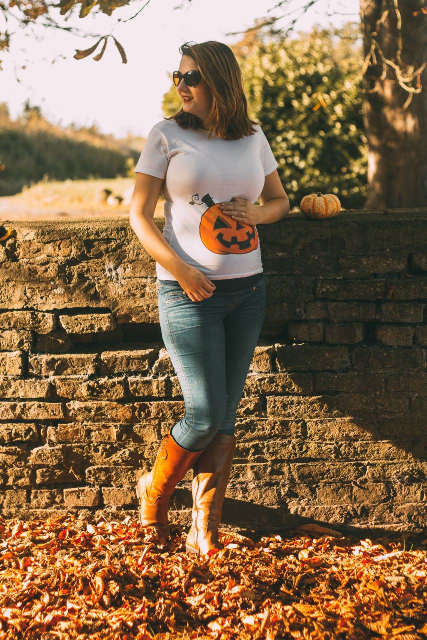 Pumpkin T shirt maternity outfit at Yorkshire Pumpkins patch
