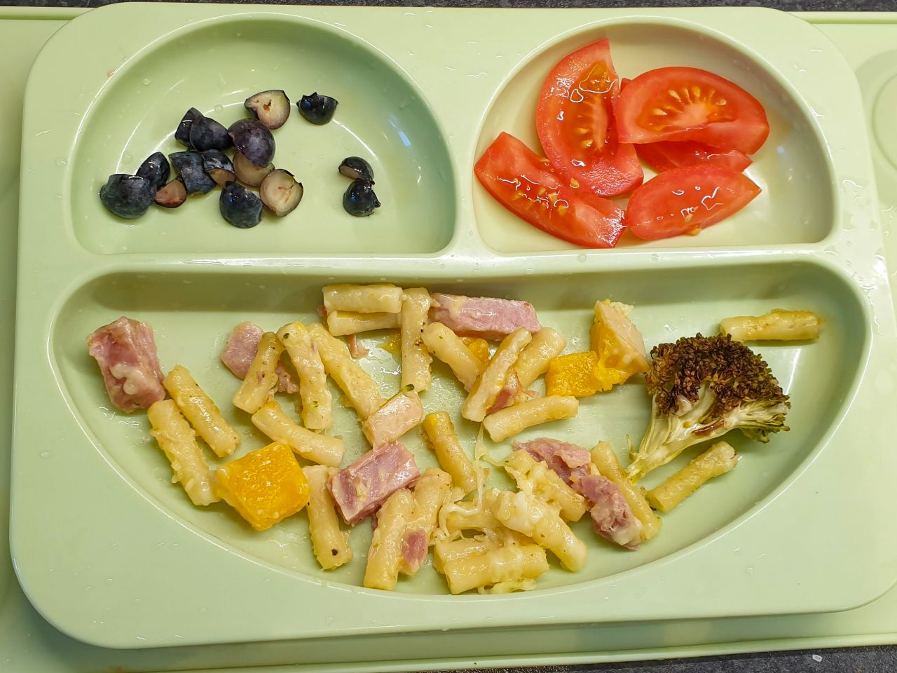 Baby led weaning meal - ham & macaroni cheese, tomatoes & blueberries