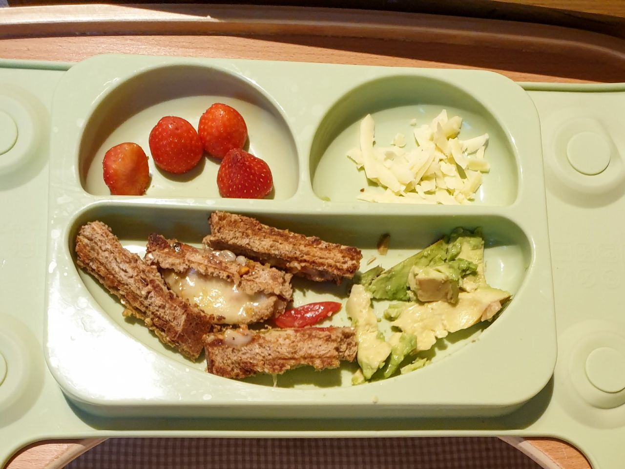 baby led weaning meal - cheese toast with tomatoes, cheese and avocado